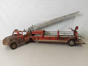 Vintage 1950s Tonka TFD Fire Truck No. 5 with Extendable Ladder - Rust Damage All Over