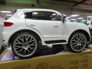 Porsche Macan Turbo 6-Volt Ride-On Car-- In Working Condition