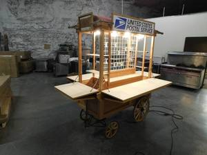B&W Woodcrafter Lighted Rolling Kiosk