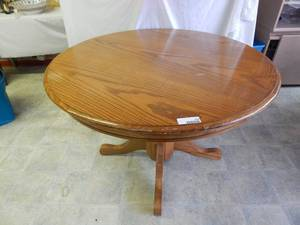 "42"" Round Oak Pedestal Table"