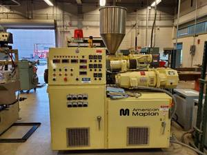 1999 American Maplan Plastic Extrusion Machine Con 40