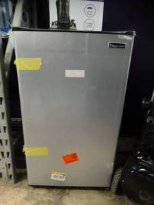 Magic Chef 4.4 cu. ft. Mini Fridge Model HMR440SE