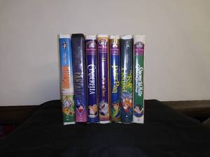 Disney VHS - 7 Disney Classic Movies with Cinderella & Peterpan