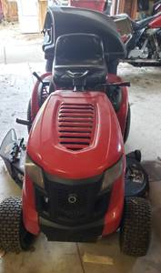 Troy-Bilt Bronco Riding Lawnmower w/Rear Bagger Assembly ~ 42 in. Deck ~ Flat Front Tire and No Battery
