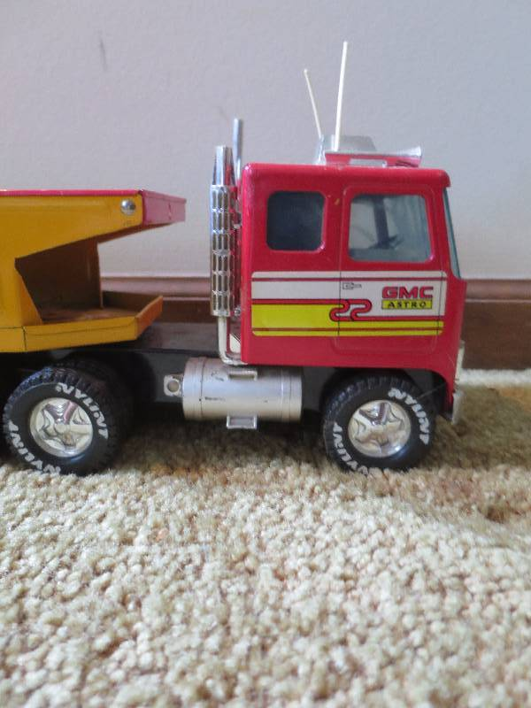 18 Toy Trucks : Metal wheeler toy truck south kc estate liquidation