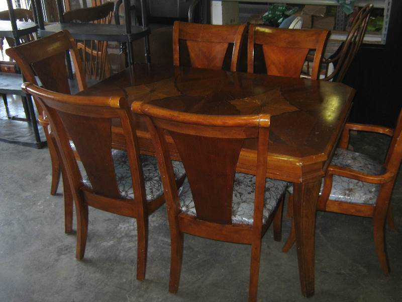 Heavy Wooden Dining Table With 6 Chairs Built In Leaf