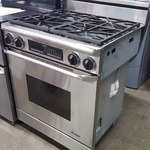 "Dacor Discovery 30"" Slide-In Dual-Fuel Range - Natural Gas"