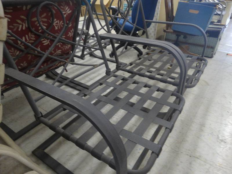 4 Outdoor Patio Chairs 1 W Cushion North Wichita Estate Furniture And Home Goods Auction