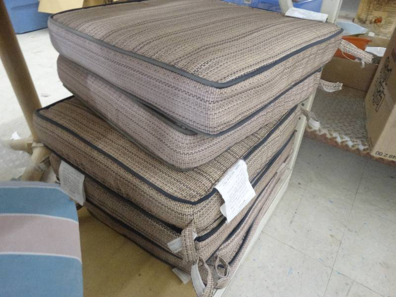 Patio Chair Cushions North Wichita Estate Furniture And Home Goods Auction Equip Bid