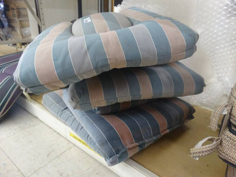 Patio chair cushions north wichita estate furniture and for Home goods patio furniture