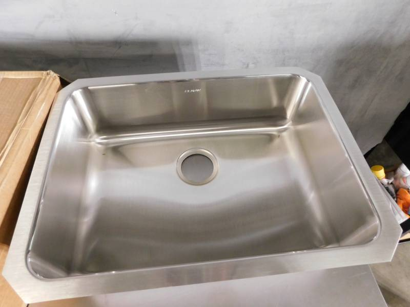 Elkay Eluh2317 Stainless Steel Center Drain Gourmet 18 3 4 Inch X 25 Inch Single Basin