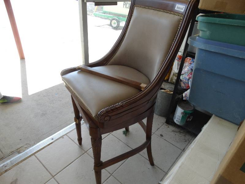 Bar stool need repaired north wichita warehouse furniture estate atv auction equip bid Home bar furniture wichita ks