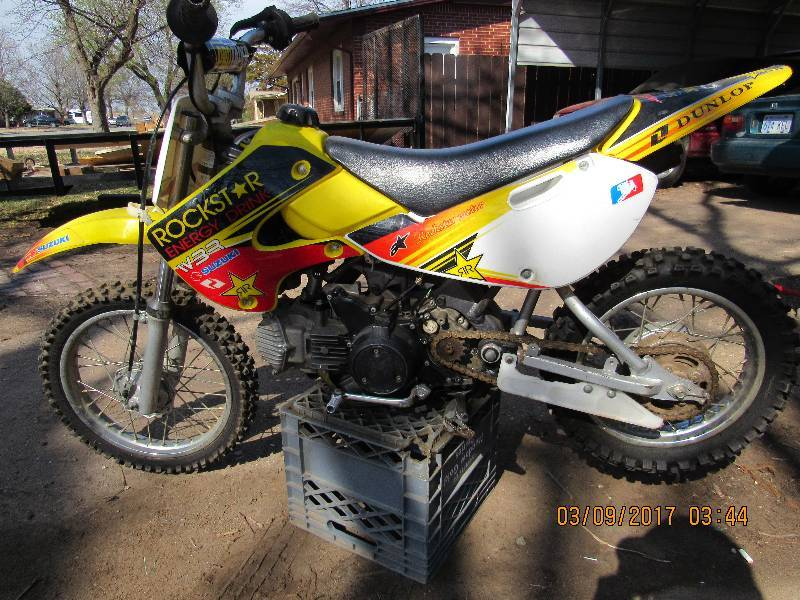 2004 suzuki 80cc dirt bike midtown business estate. Black Bedroom Furniture Sets. Home Design Ideas
