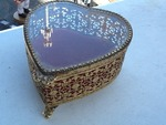 Nice little vintage heart shaped case with beveled glass lid