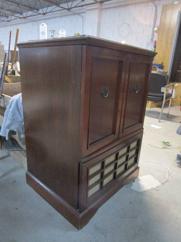 Vintage TV Cabinet For Repurposing | ☆Pickers Paradise☆Antiquities And  Furniture Auction #2☆10,000 Sq Ft Of Fun☆ | Equip Bid