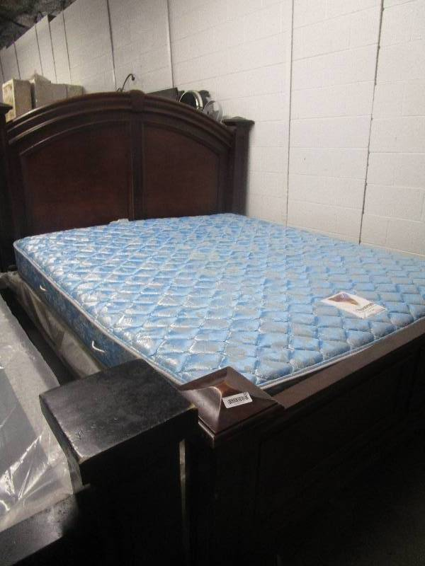 King Size Bed With Mattress Extreme Deals Underground Consignment Auction By Fleetsale Equip Bid