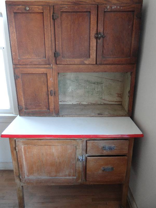 Antique Hoosier cabinet w/Red & White enameled top & original sifter. |  South Wichita Estate Auction!!! | Equip-Bid - Antique Hoosier Cabinet W/Red & White Enameled Top & Original Sifter