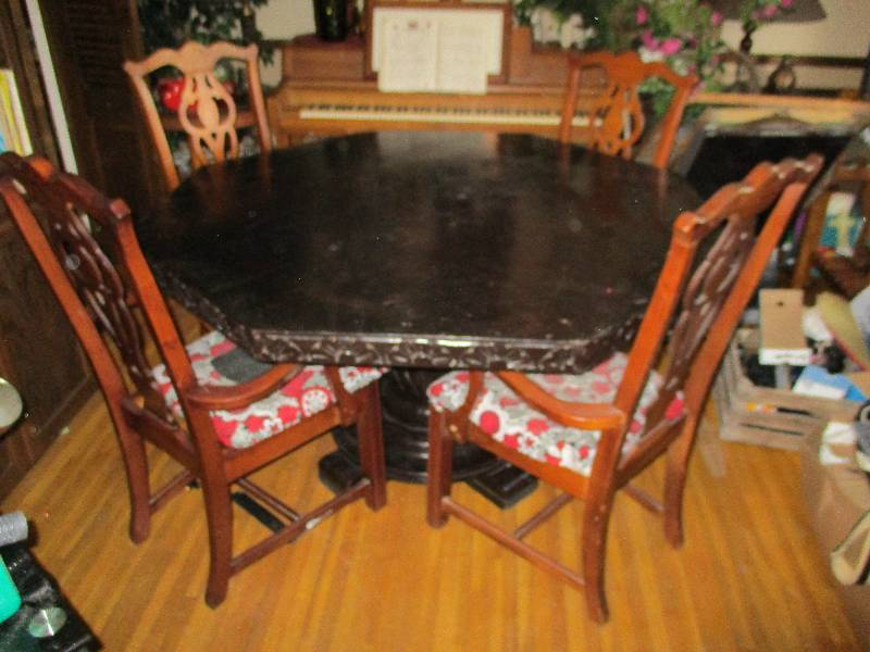 Octagon Dining Room Table with Pineapple Base | Johnson ...