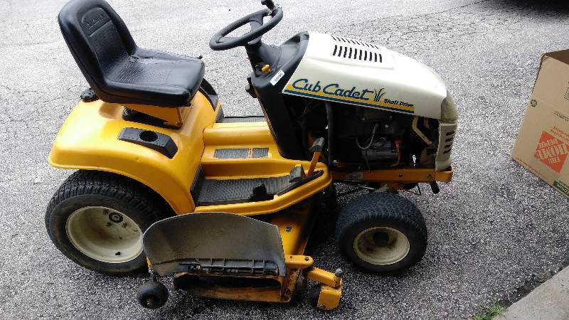 1999) Cub Cadet Shaft Drive Lawn and Garden tractor 48