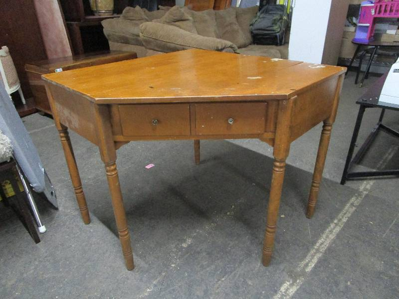Antique Corner Desk | 190 the Subsurface Auction by Fleetsale | Equip-Bid - Antique Corner Desk 190 The Subsurface Auction By Fleetsale