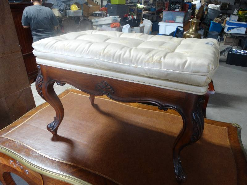 Wooden Ottoman Bench Seat Padded Wichita Auction Ict Warehouse Furniture Tools Vehicle Trailer Equip Bid
