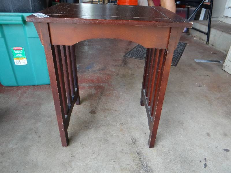 Wondrous Wood Side Table South Wichita Auction Saturn 5Th Wheel Pdpeps Interior Chair Design Pdpepsorg