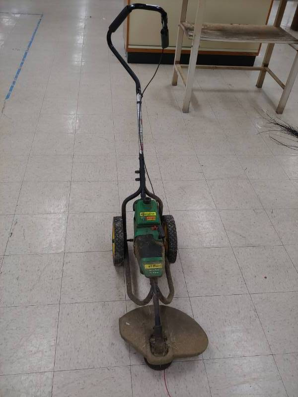 Weed Eater Wt3100 Wheeled Trimmer In Good Working Condition