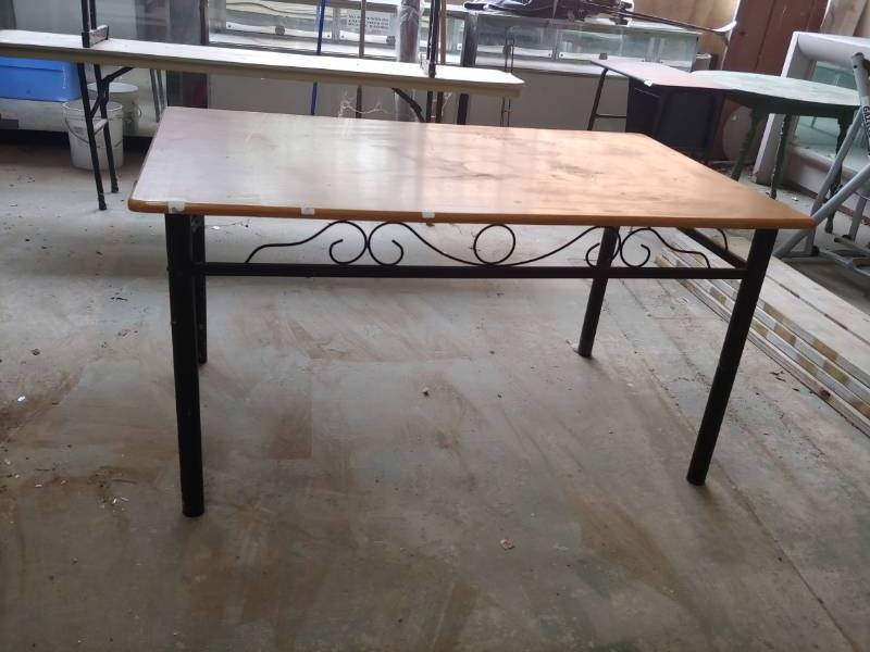 Superb Table | Excelsior Trade Fair Mall Liquidation Auction Round #7 | Equip Bid