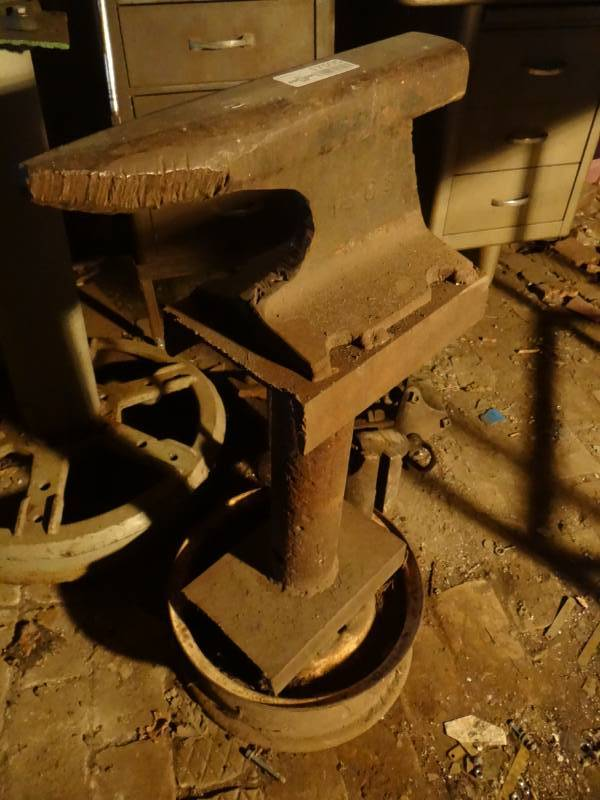 Homemade anvil on stand. | Sedgwick, Ks Estate Auction! Vehicles/ Tools/ Shop Equipment! | Equip-Bid