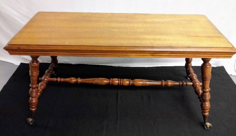 Cool-Vintage-Retro Solid Wood Coffee Table With Claw Feet Over Glass Balls