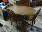 Nice 5 pc dining set- Table w/ 4 chairs & leaf