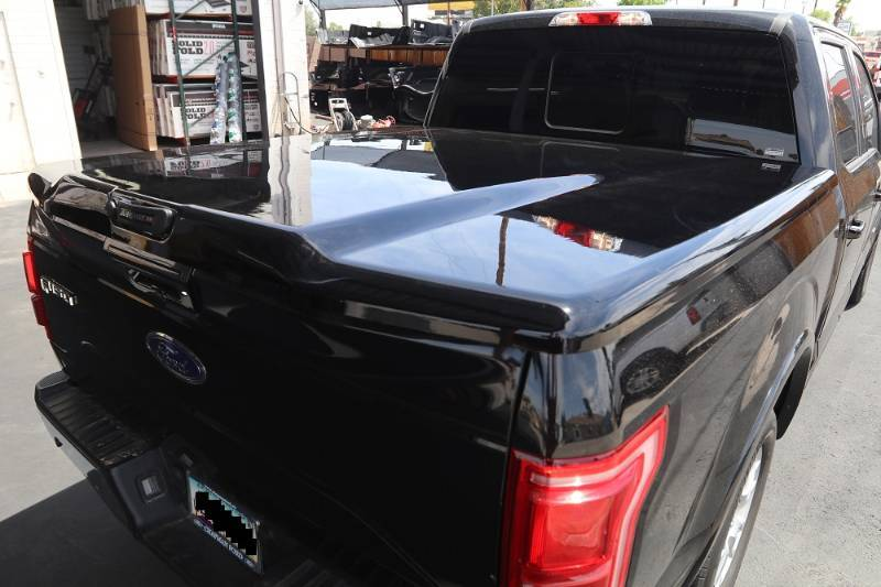 2014 and Newer Ford F150 UnderCover Elite LX Tonneau Cover Black