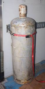 Large Propane Tank - Does Have Gas in it!!  - If you win this item, Please make sure you can transport safely!!