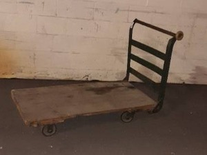 Heavy-duty rolling cart