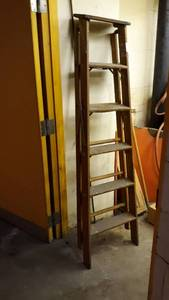 6 ft wooden step ladder