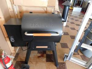 Traeger Renegade Pro grill/smoker NEW -