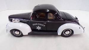Maisto Die Cast 1939 Ford Deluxe State Police Car 1/18 scale