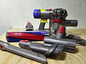 Dyson - V8 Absolute Cord-Free Handheld Vacuum - NEW!