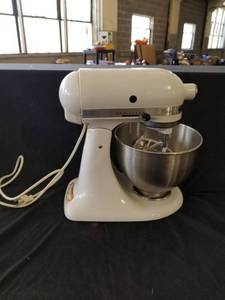 White Kitchen Aid Stand Mixer Max Watts 250 w/ Bowl and Attachments