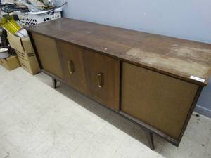 Vintage Delmonico console Tv/ Stereo/ Record player w/ bar area & glasses