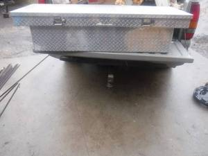 Diamond plate truck box- has a key