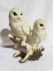 Statue of 2 White Owls Perching