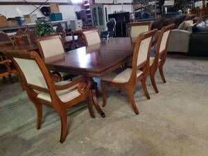 Hender Dawn Table with 6 Chairs -No scratches