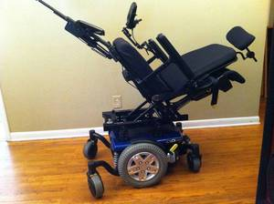 Quantum Q6 Edge Powerchair w/ Power Tilt, Recline,Legs
