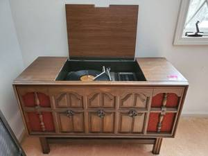 Vintage RCA Record Player in Cabinet