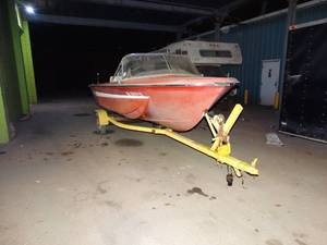Chrysler Boat Co. Charger 151 Boat w/ Chrysler 105 HP Boat motor & Trailer- 15ft
