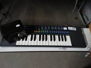 Casio SA-20 100 Sound Tone Bank Battery Operated Key Board – Piano, Electric Metronome
