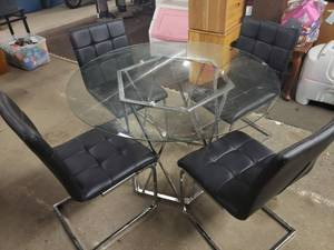 Extremely Nice Modern Chrome/Glass Top Dining Table with 4 Chrome/Black Leather Chairs