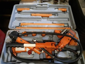 Central Hydraulics 4 Ton Portable Puller Kit