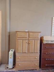 2 Drawer Hutch/Cabinet
